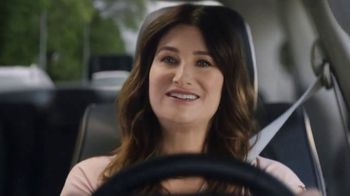 2018 Chrysler Pacifica Hybrid TV Spot, 'Shallow Thoughts' Featuring Kathryn Hahn [T1] - Thumbnail 3