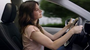 2018 Chrysler Pacifica Hybrid TV Spot, 'Shallow Thoughts' Featuring Kathryn Hahn [T1] - Thumbnail 4