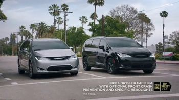 2018 Chrysler Pacifica Hybrid TV Spot, 'Shallow Thoughts' Featuring Kathryn Hahn [T1] - Thumbnail 6
