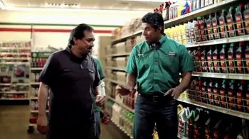 O'Reilly Auto Parts TV Spot, 'Las tradiciones' [Spanish] - Thumbnail 6