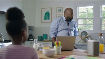 XFINITY xFi TV Spot, 'Like Nobody Is Watching: $29.99' Feat. Amy Poehler, Song by Salt-N-Pepa - Thumbnail 4