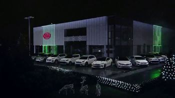 Kia Light Up the Holidays Sales Event TV Spot, ''Tis the Season: Holiday Light Show' [T2] - Thumbnail 5