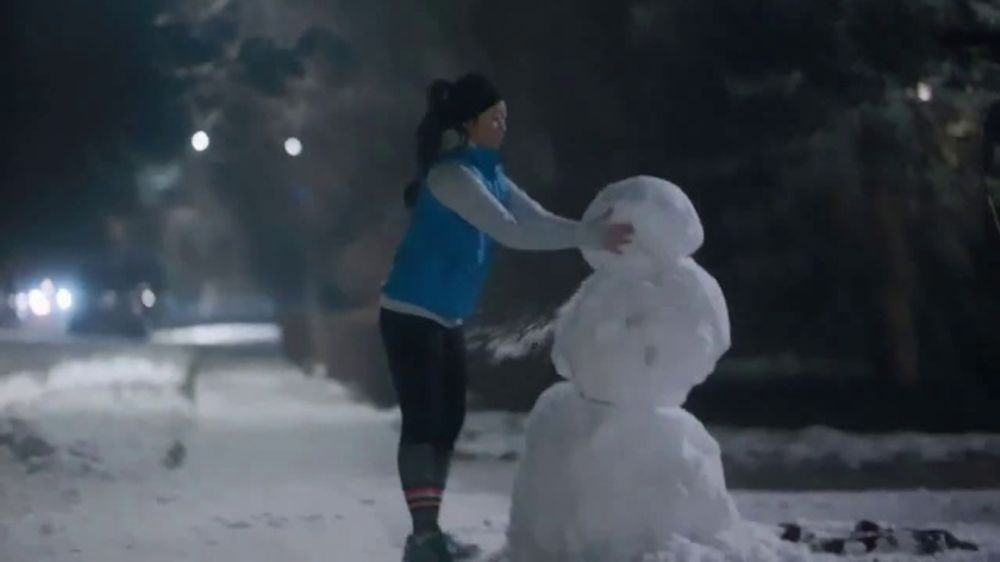 Kleenex Soothing Lotion Tissues TV Commercial, 'Snowman'
