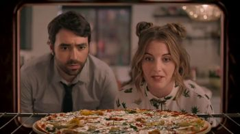 Papa Murphy's Chicken Bacon Artichoke Pizza TV Spot, 'Out on the Town' - Thumbnail 3