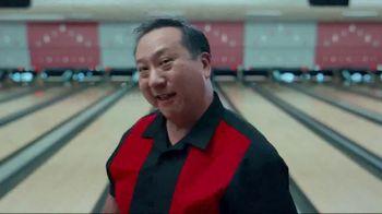 GEICO TV Spot, 'Bowling Alley' - Thumbnail 4