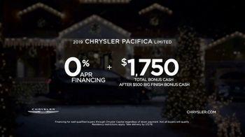 Chrysler Big Finish 2018 TV Spot, 'Dance: Caroling' Featuring Kathryn Hahn [T2] - Thumbnail 9