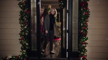 Chrysler Big Finish 2018 TV Spot, 'Dance: Caroling' Featuring Kathryn Hahn [T2] - Thumbnail 6