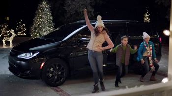 Chrysler Big Finish 2018 TV Spot, 'Dance: Caroling' Featuring Kathryn Hahn [T2]