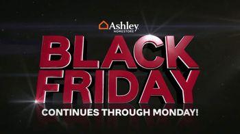 Ashley HomeStore Black Friday Mattress Savings TV Spot, 'Queen Mattresses' - Thumbnail 3