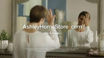 Ashley HomeStore New Year's Sale TV Spot, 'Dining Table and Queen Bed' - Thumbnail 9