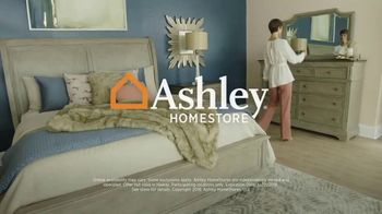 Ashley HomeStore New Year's Sale TV Spot, 'Dining Table and Queen Bed' - Thumbnail 8