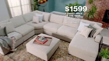 Macy's Lowest Prices of the Season TV Spot, 'Furniture and Rug Sets' - Thumbnail 4