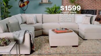 Macy's Lowest Prices of the Season TV Spot, 'Furniture and Rug Sets' - Thumbnail 5