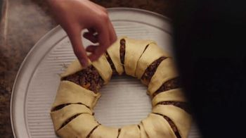 Pillsbury Crescents TV Spot, 'Family Favorites' - Thumbnail 6