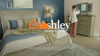 Ashley HomeStore New Year's Sale TV Spot, 'Sleigh Bed' - Thumbnail 7