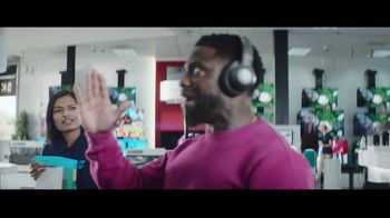 Chase Freedom Unlimited Card TV Spot, 'Always Earning at the Electronics Store' Featuring Kevin Hart - Thumbnail 5