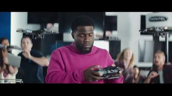 Chase Freedom Unlimited Card TV Spot, 'Always Earning at the Electronics Store' Featuring Kevin Hart - Thumbnail 7