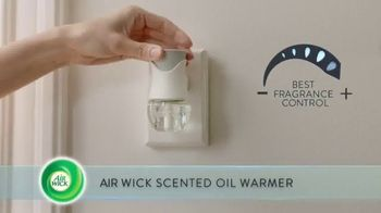 Air Wick Scented Oil Warmer TV Spot, 'Perfect Amount' - Thumbnail 3