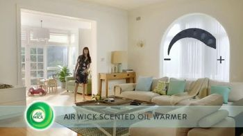 Air Wick Scented Oil Warmer TV Spot, 'Perfect Amount' - Thumbnail 4
