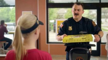 Hungry Howie's Meal Deals TV Spot, 'Mall Cop' - Thumbnail 5