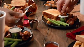 Zaxby's Boneless Wings Meal TV Spot, 'Crew' - Thumbnail 5