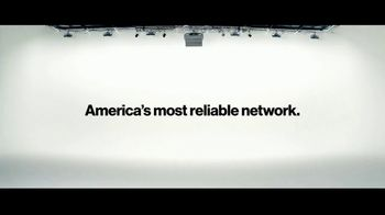 Verizon TV Spot, 'Austin and Jeulia: $300 Off' - Thumbnail 9