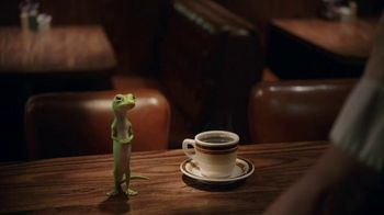 GEICO TV Spot, 'The Gecko Visits a Diner' - Thumbnail 5