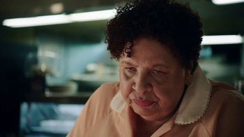 GEICO TV Spot, 'The Gecko Visits a Diner' - Thumbnail 8