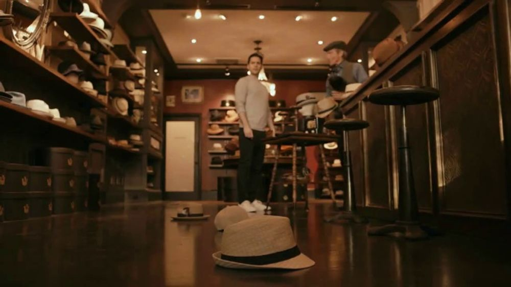 GEICO TV Commercial, 'Hat Store'