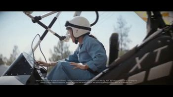 Chase Private Client TV Spot, 'Free to Fly' Song by Basement Jaxx - Thumbnail 5