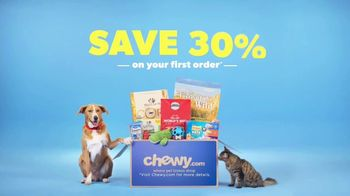 Chewy.com TV Spot, 'Big Bags of Pet Food and Litter, Delivered: 30 Percent Off' - Thumbnail 10