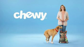 Chewy.com TV Spot, 'Big Bags of Pet Food and Litter, Delivered: 30 Percent Off' - Thumbnail 3