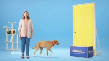 Chewy.com TV Spot, 'Big Bags of Pet Food and Litter, Delivered: 30 Percent Off' - Thumbnail 9