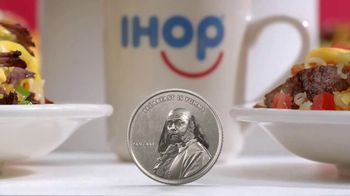IHOP Omelettes With Unlimited Pancakes TV Spot, 'Lanzar una moneda' [Spanish] - 755 commercial airings