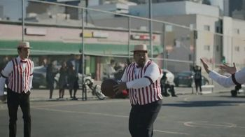 GEICO TV Spot, 'A Barbershop Quartet Plays Basketball' - Thumbnail 4