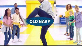 Old Navy Rockstar Jeans TV Spot, 'Entona tus jeans' canción por Kaskade [Spanish] - Thumbnail 1