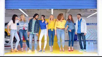 Old Navy Rockstar Jeans TV Spot, 'Entona tus jeans' canción por Kaskade [Spanish] - Thumbnail 8