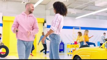 Old Navy Rockstar Jeans TV Spot, 'Entona tus jeans' canción por Kaskade [Spanish] - Thumbnail 7