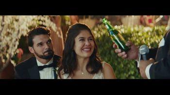 Dos Equis TV Spot, 'Brindis' [Spanish] - Thumbnail 4