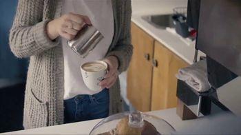 Always Maxi TV Spot, 'Dormir bien' [Spanish] - Thumbnail 7