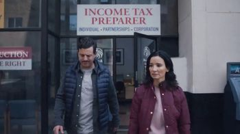 H&R Block Tax Refund Advance TV Spot, 'To the Moon' - Thumbnail 2