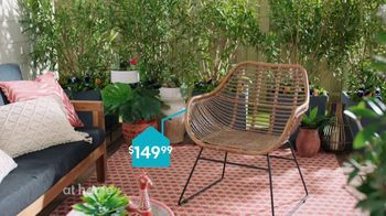 At Home TV Spot, 'Perfect One Patio Chairs' - Thumbnail 4