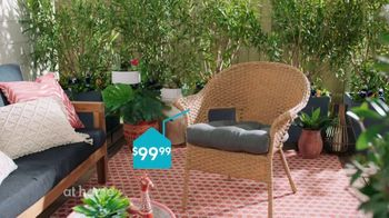 At Home TV Spot, 'Perfect One Patio Chairs' - Thumbnail 5