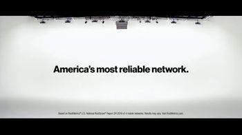 Verizon Military Offer TV Spot, 'Why Elaine Chose Verizon: BOGO' - Thumbnail 8