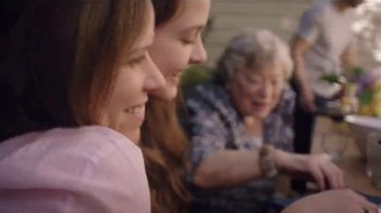 Olive Garden Catering TV Spot, 'For Mom's Day. And Every Day.' Song by Grace Elizabeth Lee - Thumbnail 4