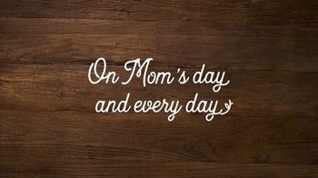 Olive Garden Catering TV Spot, 'For Mom's Day. And Every Day.' Song by Grace Elizabeth Lee - Thumbnail 5