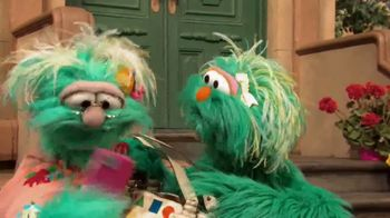 Common Sense Media TV Spot, 'Sesame Street Friends Enjoy Device Free Dinner' - Thumbnail 3