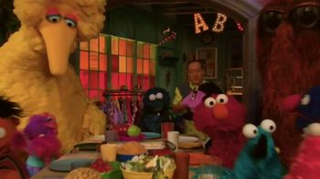 Common Sense Media TV Spot, 'Sesame Street Friends Enjoy Device Free Dinner' - Thumbnail 6