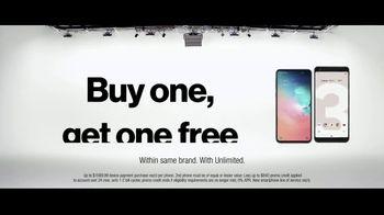 VerizonUP TV Spot, 'Why Mirna Chose Verizon: Free Phone' - Thumbnail 10