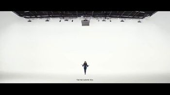VerizonUP TV Spot, 'Why Mirna Chose Verizon: Free Phone' - Thumbnail 4